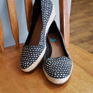 Lucky Brand wedge heel shoes black and white